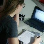 Alunos do curso de pré-vestibular do Sesc da Esquina e Londrina Centro têm aulas online